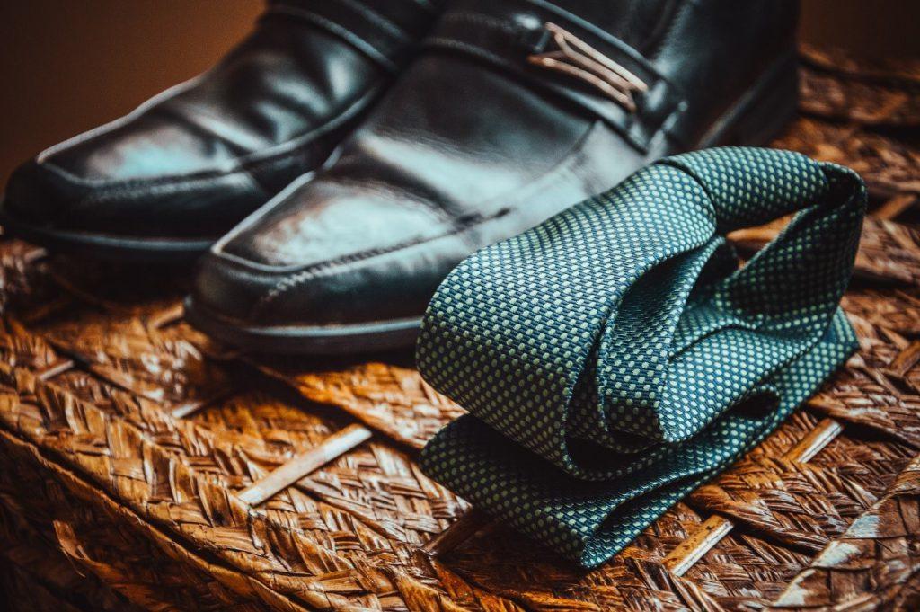 ネクタイと靴
