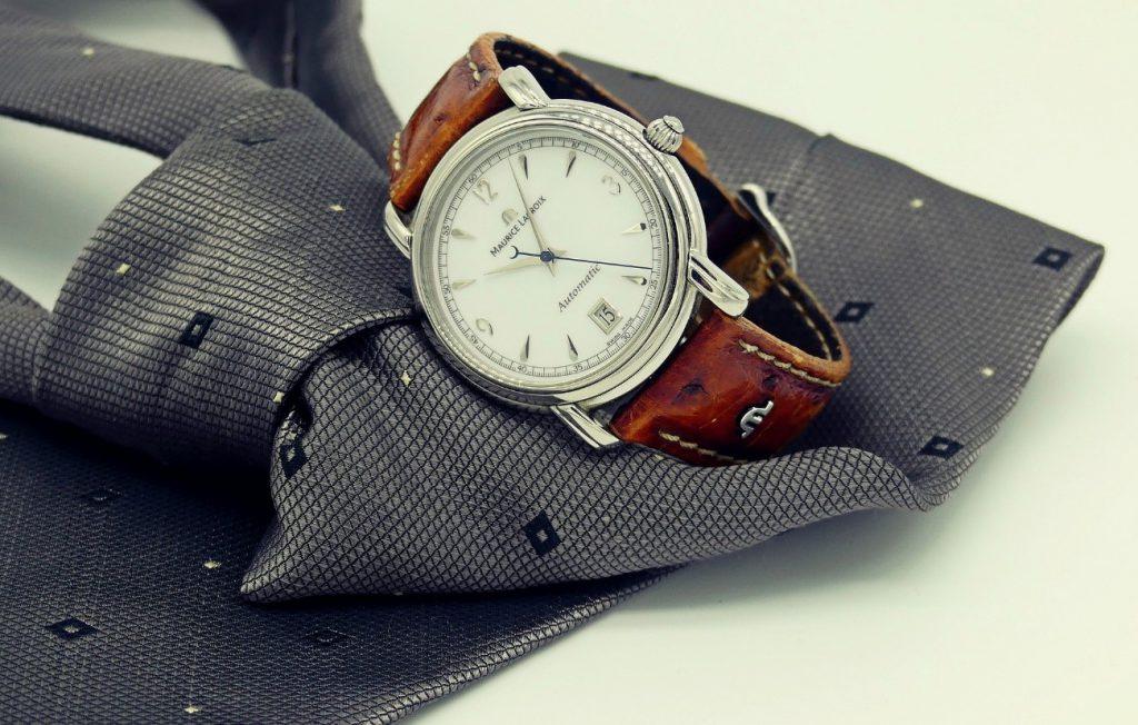 時計とネクタイ