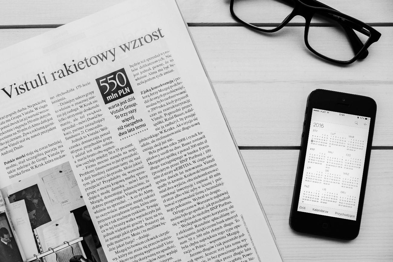 新聞とスマートフォン